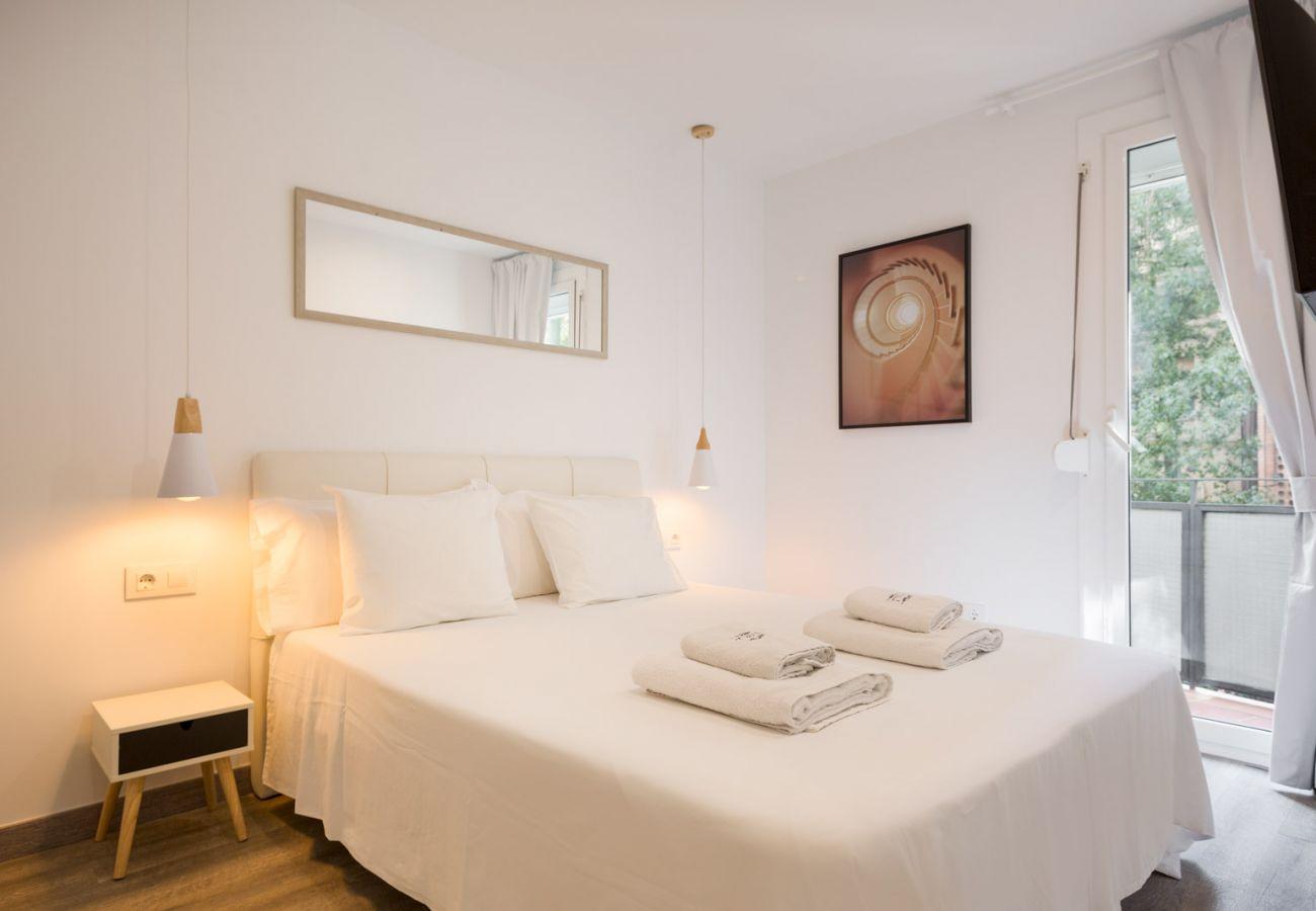 Apartamento en Barcelona - Stunning 3Br Apt. with Balcony