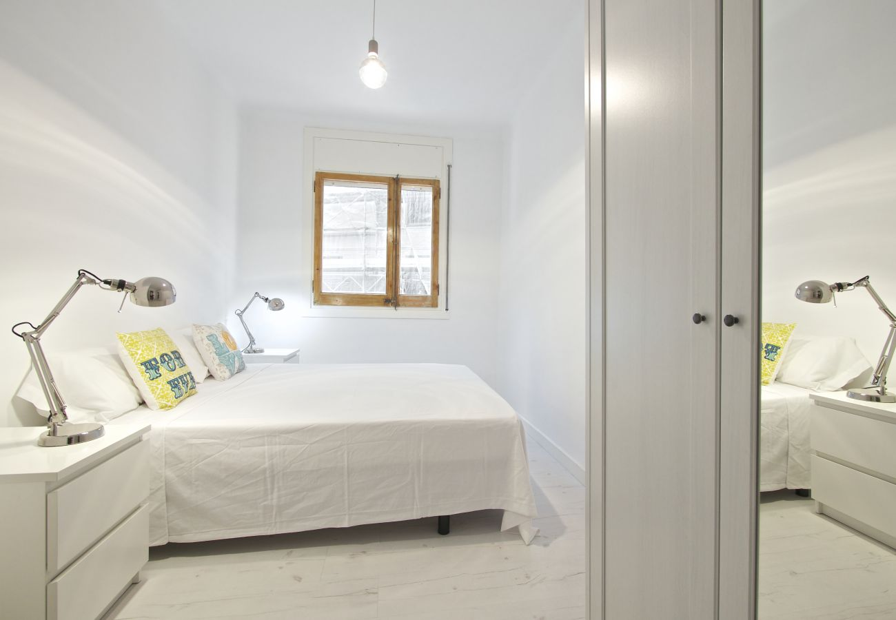 Apartamento en Barcelona - Luminous 2Br Affordable Apt.