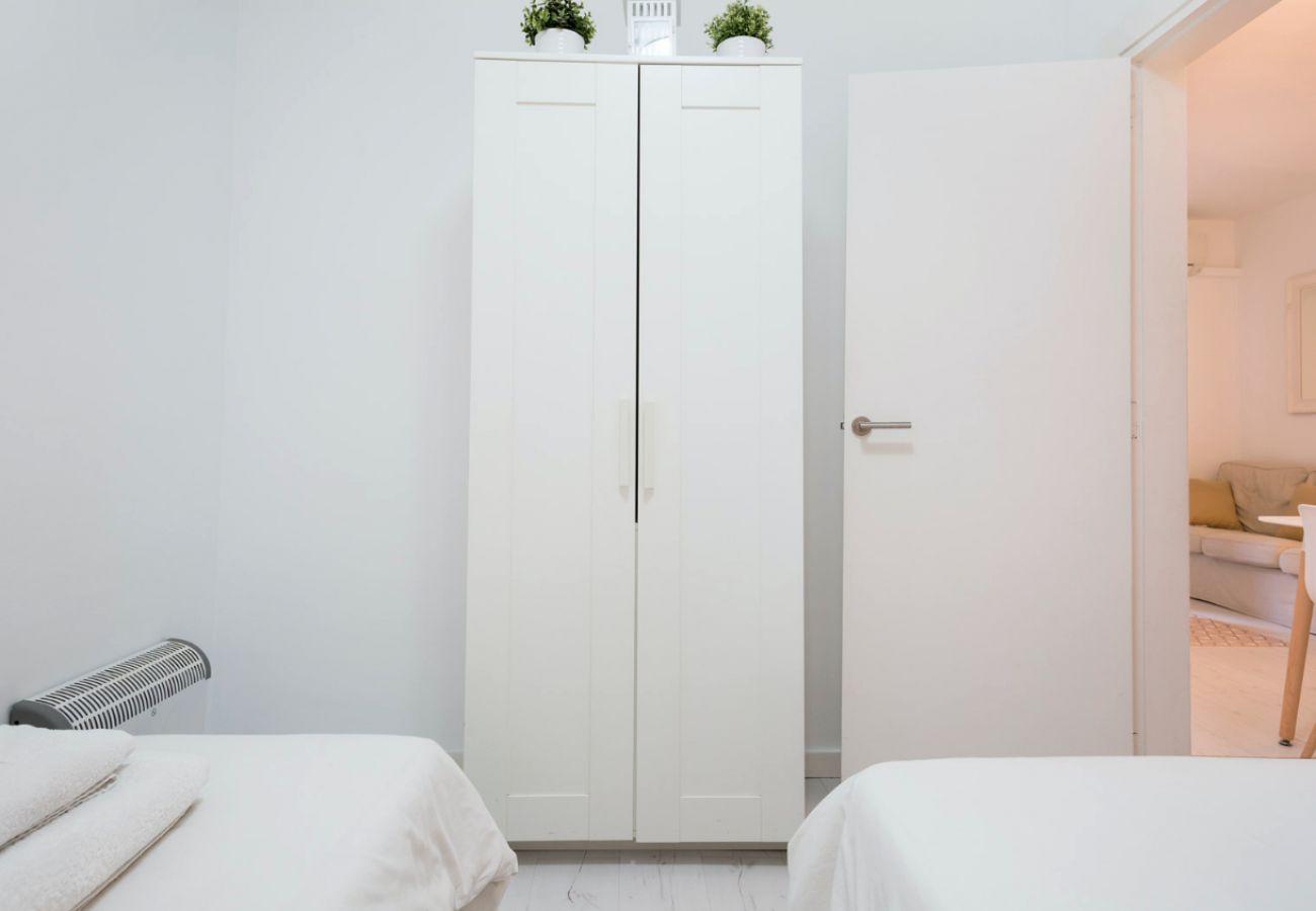 Apartamento en Barcelona - White Deco 3Br Apt. with Balcony