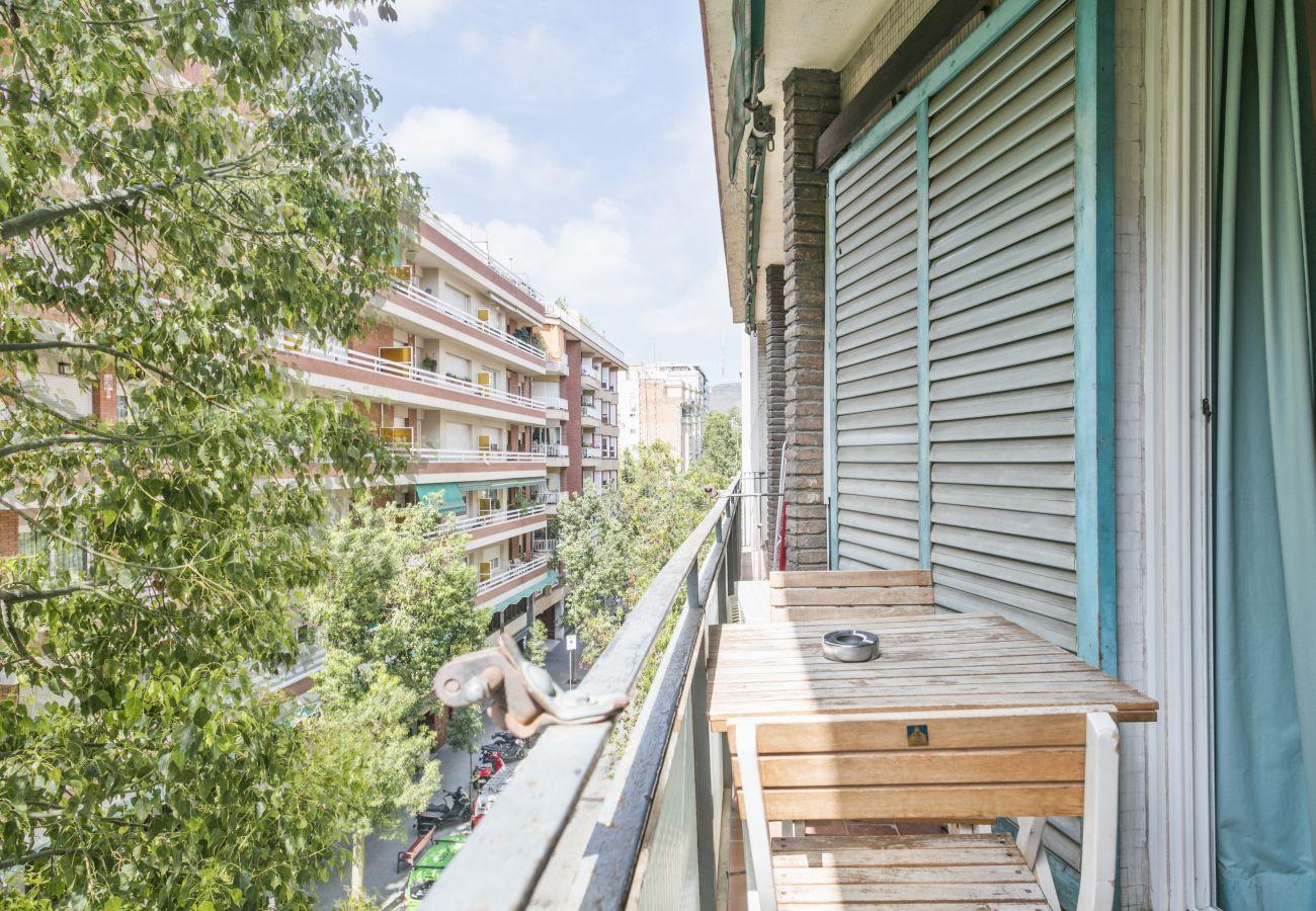 Apartamento en Barcelona - Stylish 3Br Apt. with Balcony