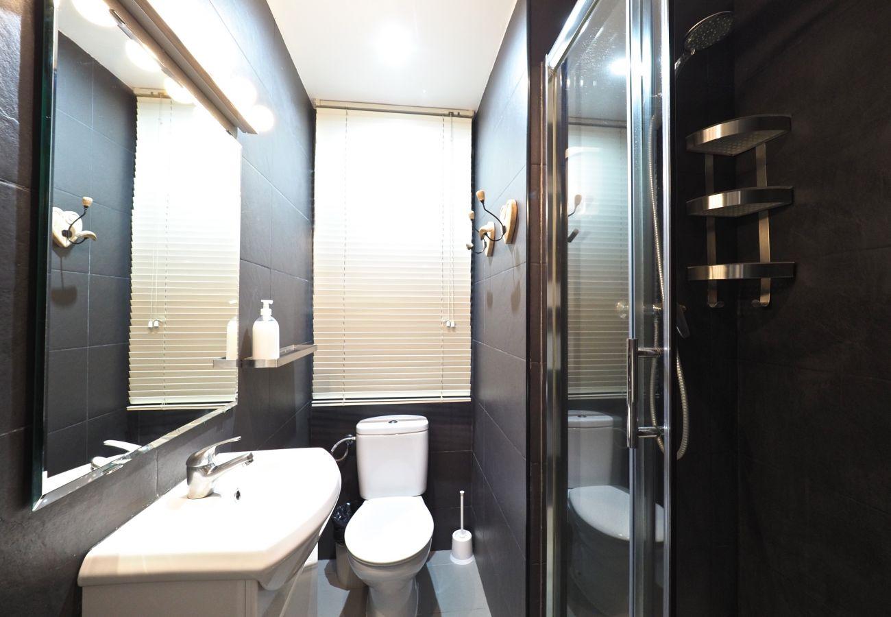 Apartamento en Barcelona - Comfortable 3Br Apt. with Balcony