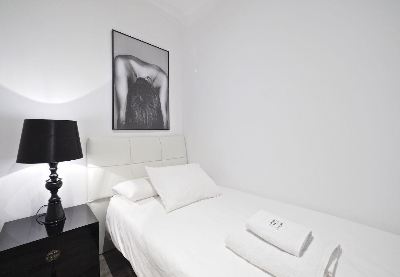 Apartment in Barcelona - Stylish designer 3Br Apt.