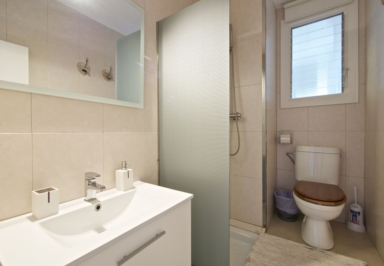 Apartment in Barcelona - Luminous 2Br Affordable Apt.