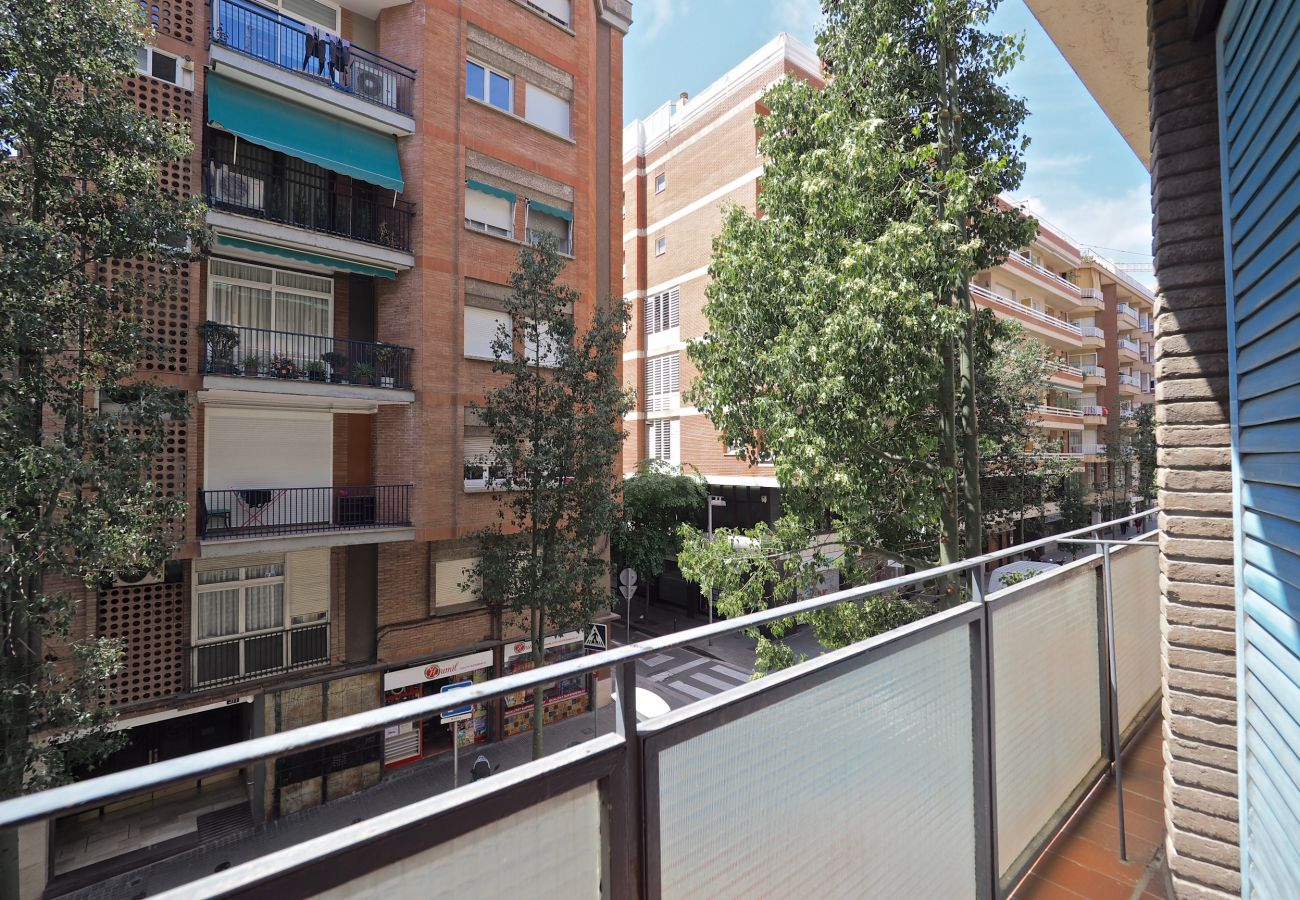 Apartment in Barcelona - Stunning 3Br Apt. with balcony