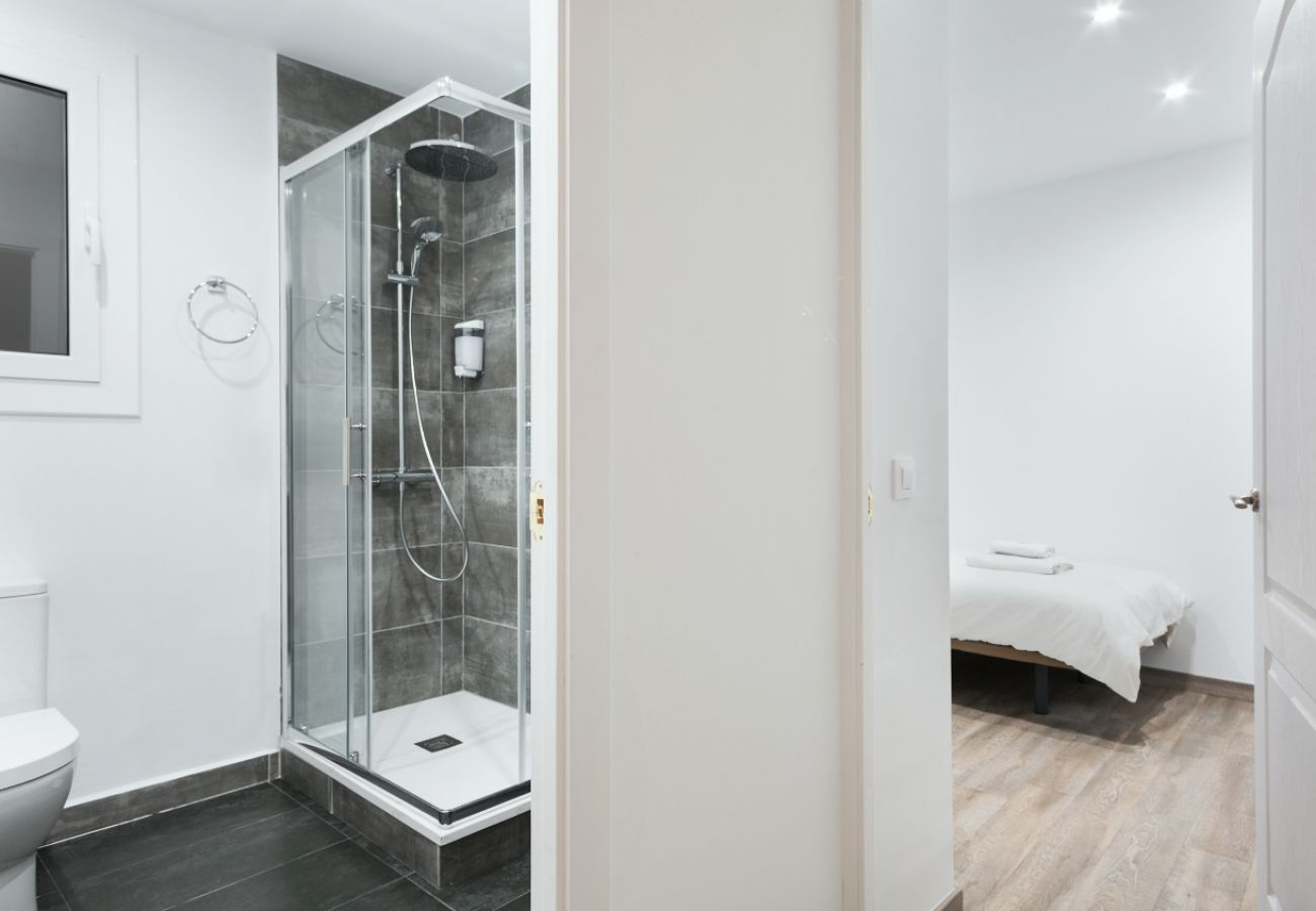 Apartment in Barcelona - Fabulous 3Br Apt. with Balcony