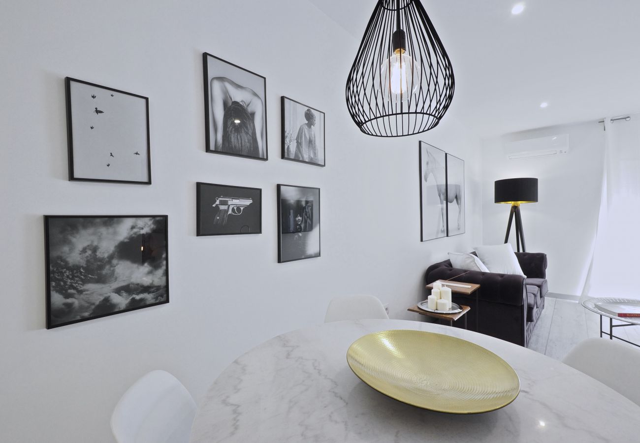 Apartment in Barcelona - Sumptuous 2Br Apt. with balcony