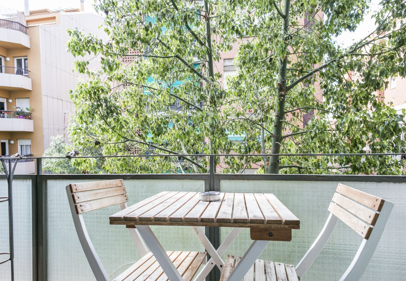 Apartment in Barcelona - Stylish 3Br Apt. with Balcony