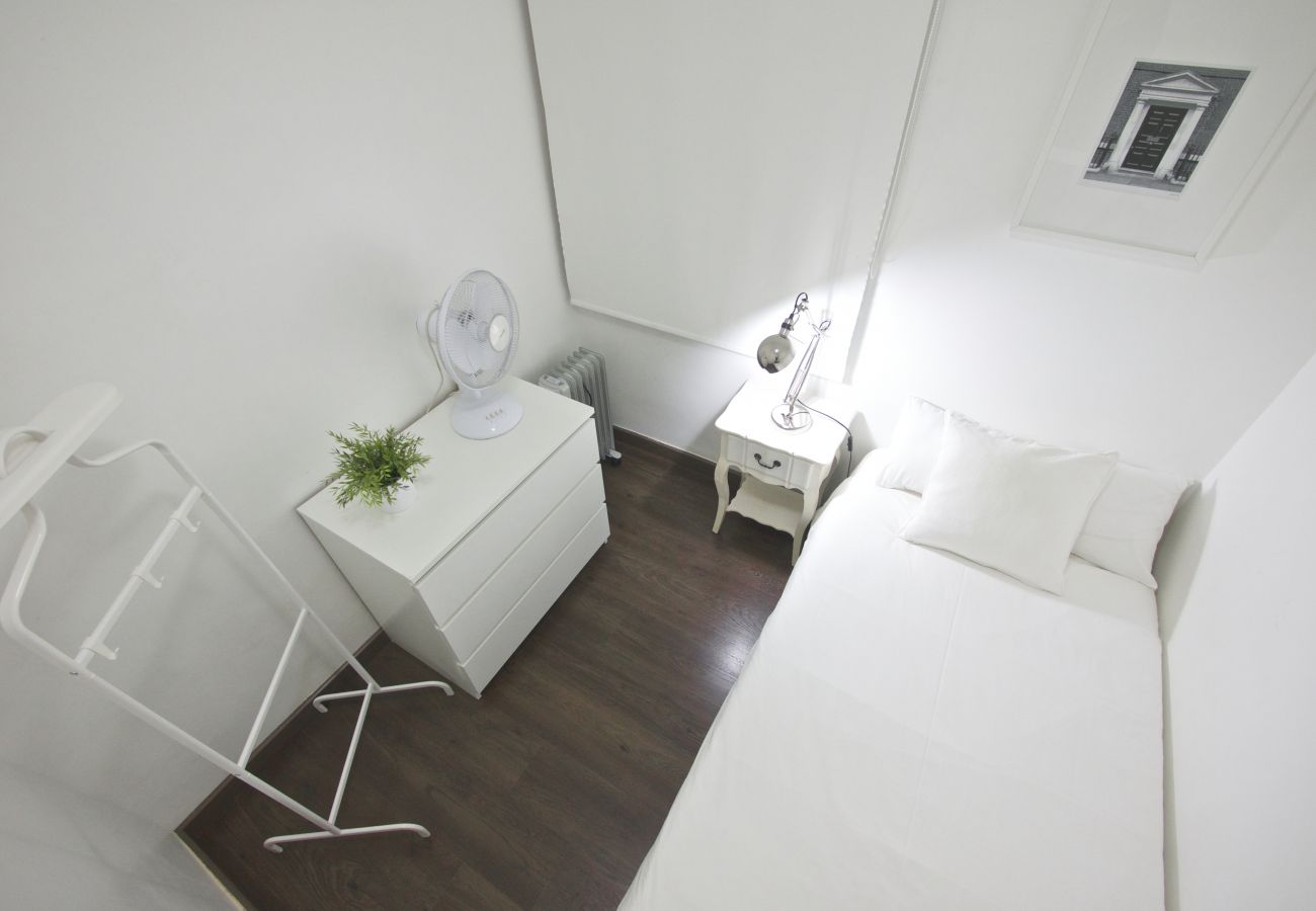 Apartment in Barcelona - Comfortable 3Br Apt. with Balcony
