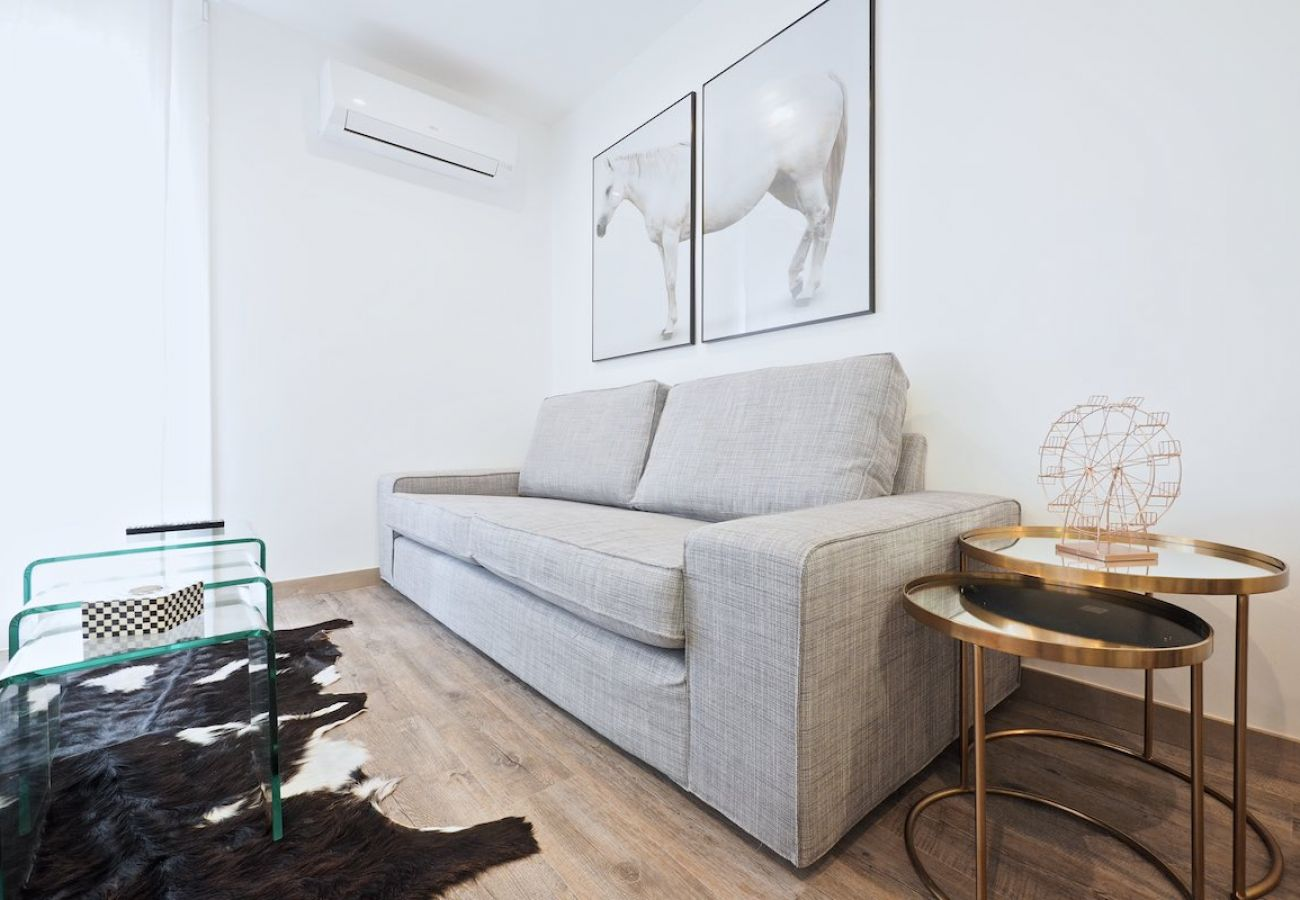 Apartment in Barcelona - Stunning 2Br Apt. with balcony